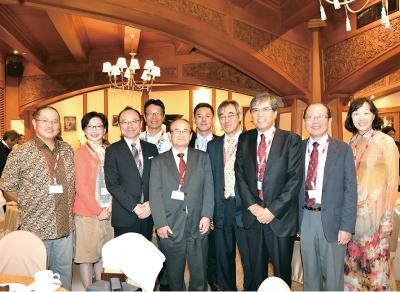 東アジアの各理窓会(上海、シンガポール、インドネシア、マレーシア、ベトナム、 日本の各地区)から応援に駆け付けられた皆さんを交えて